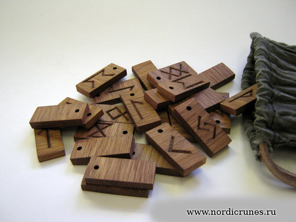 Скандинавские руны своими руками из дерева 23